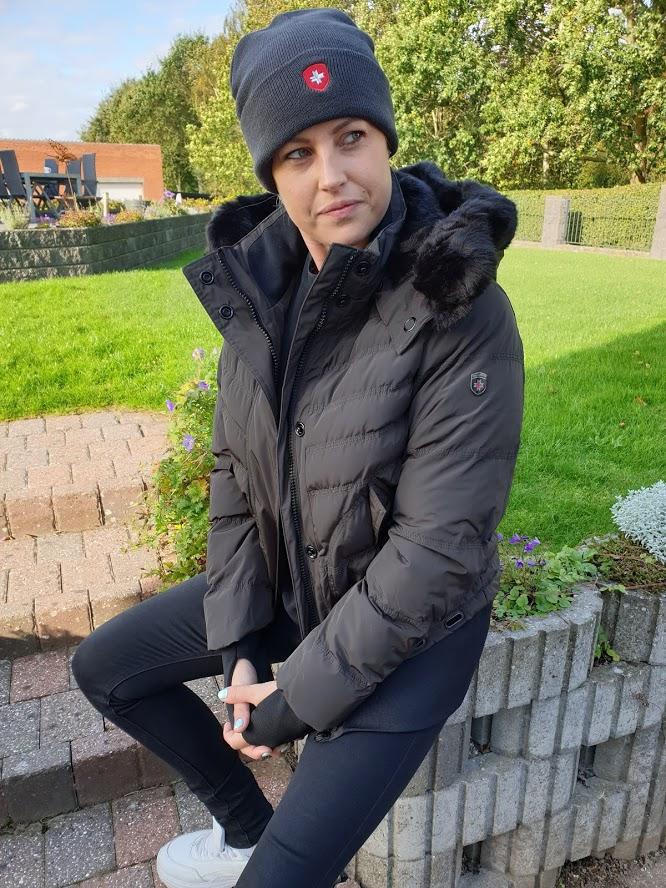 Image of   Kort og sporty vinterjakke med bred rib - Queens dame fra Wellensteyn