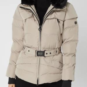 620d3930 Kort sporty vinterjakke med to-i-en look – Tivana fra Wellensteyn